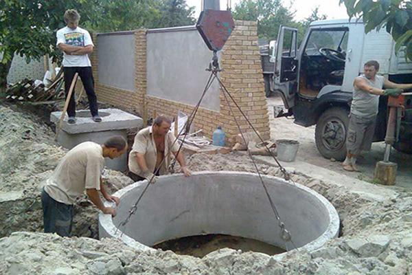 выгребная-яма-из-бетонных-колец